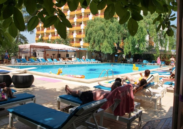 Piscina Hotel Majestic Mamaia