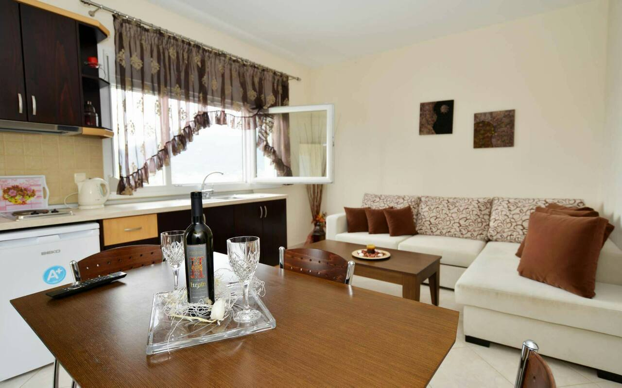Ilias Deluxe Apartments