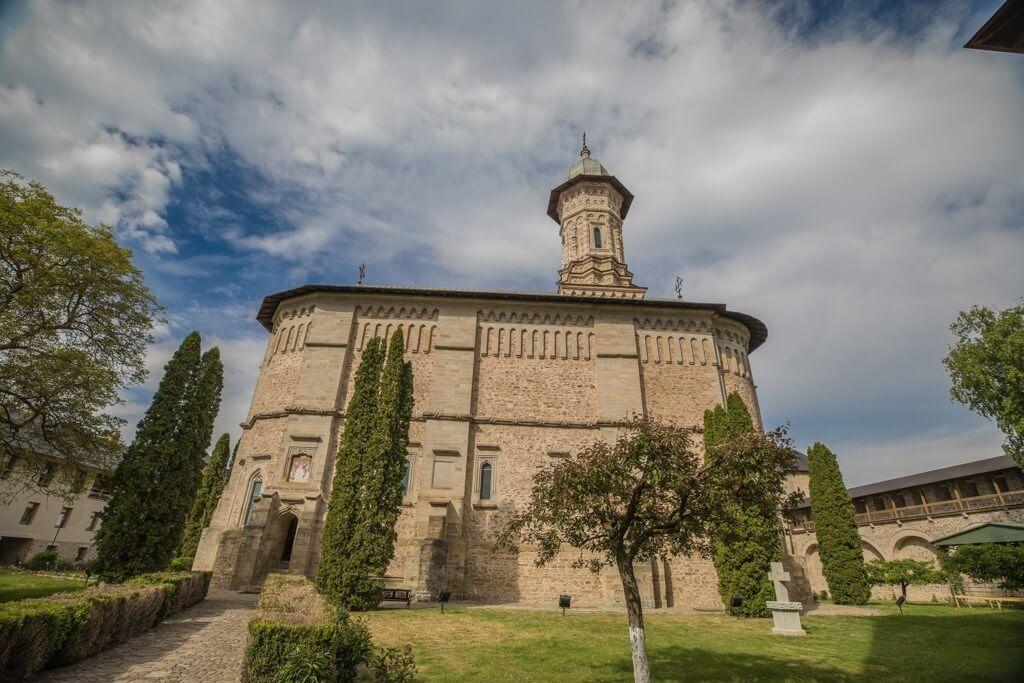 Manastirea Dragomirna - curtea interioara