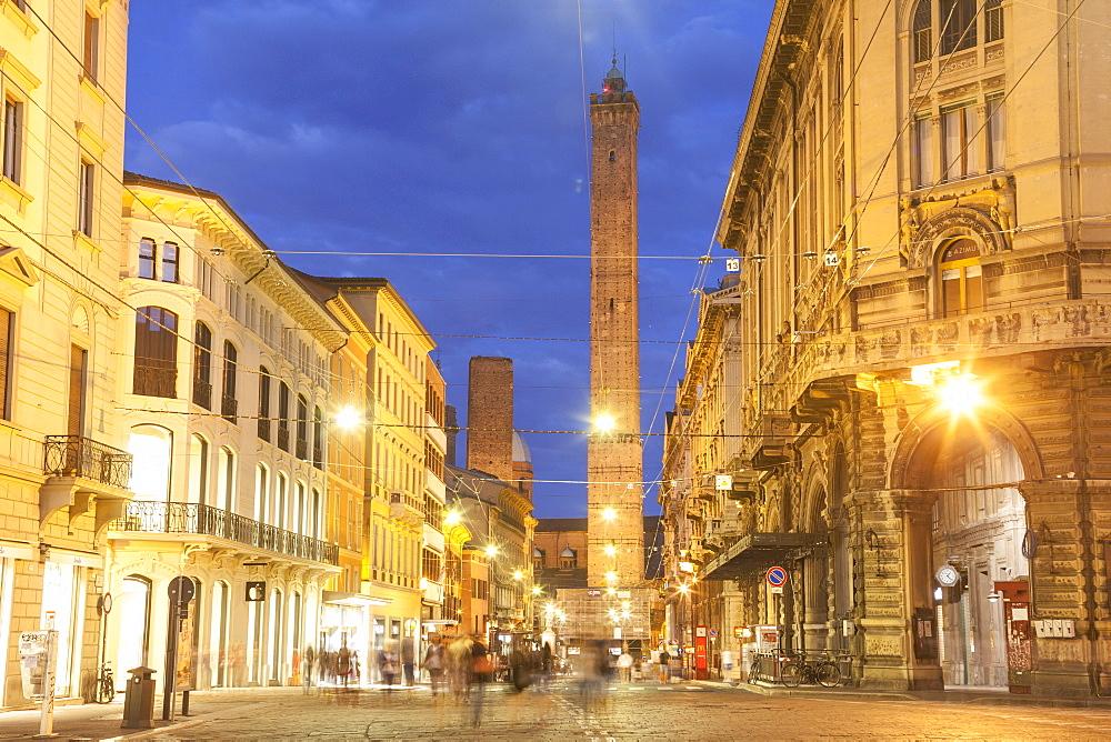 Torre Garisenda si Torre degli Asinelli