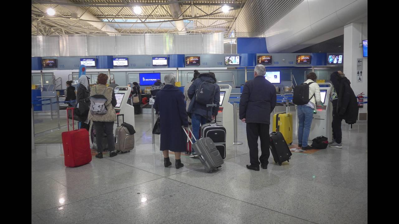 Coronavirus in Grecia - aeroportul Venizelos Atena