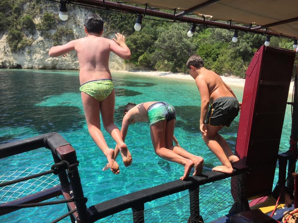 Croaziera Odysseia - sarituri in apa