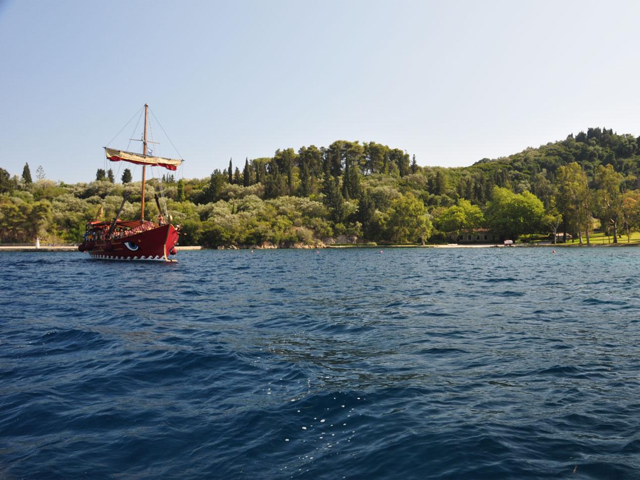 Vaporul Odysseia in insula Skorpios
