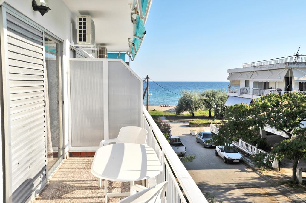 Themis 45 steps from beach - Paralia Dionisiou